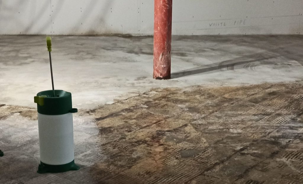 Concrete floor in the basement cn be densified with vetrofluid - type B waterproofer and densifier